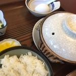 まさご食堂 - 皿に「とんかつ太郎」って書いてるけど、まさご食堂の肉鍋定食。
