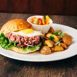 エロうま野菜と肉バル カンビーフ - 新宿で一番美味しいハンバーガー!カンビーフバーガー!牛トロを味わってください!