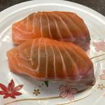 回転寿司 新竹 - 料理写真:生サーモン200円(税別)