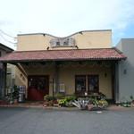 57476327 - 外観は何気ない街の洋菓子店です。
