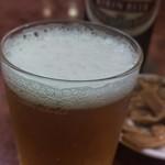 57477047 - 中瓶ビール(680円)です。