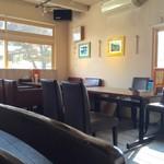 CHUTTA! - カフェの様な店内です。