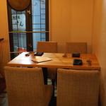 エスタシオン - テーブル席