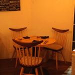 エスタシオン - 円テーブル席