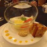 香港海鮮酒家 Lei U Mun - LeiUMun特製デザート(杏仁豆腐)
