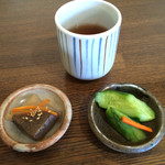 本場讃岐うどん むら泉 - 料理写真:お茶と一緒に運ばれてきた