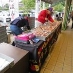 オギノパン - 外で売ってた特設売店。