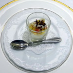 57488603 - ランチコース:アミューズ1 カリフラワーのムース、柿とズワイガニのせ