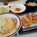 中華の金鳳 - 料理写真:チャ-ハン、餃子セット745円