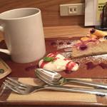 ルート カフェ - ケーキセット(ホットティー+タルト)