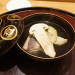 日本料理 太月 - ころ松茸とくじ、胡麻豆腐のお椀
