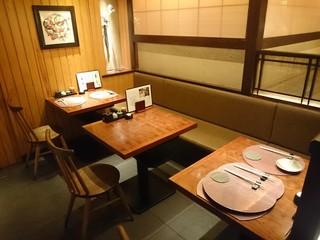 谷町二丁目 鯛めしや はなび - 店内 テーブル席