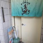 酒食房 からびんか - 2階の入り口部分