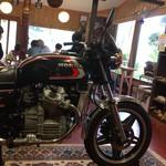 風輪里 - 店内のバイク、店主さんがバイク好きのようですね♪