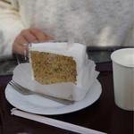 掛川花鳥園 - シフォンケーキは娘がペロリ