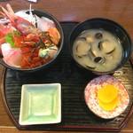 57495555 - 海鮮丼 1600円