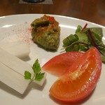 カルネ バル ビアンコ - お通し。アボカドディップが濃厚で野菜に合う。