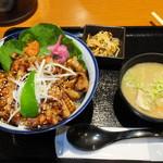 57498990 - 厚切りぶた丼 税別¥920