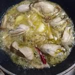 新美家 - 牡蛎のアヒージョ