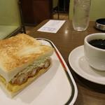 57500798 - エビサンドに珈琲がつくと1330円。これは朝食にしては高過ぎ。いや、注文した私が悪いのですが。