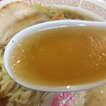 57503586 - 色付いた澄んだスープ
