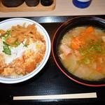 かつや - 料理写真:カツ丼(梅)529円 とん汁(大)172円