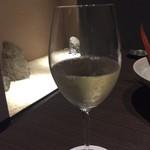伊東遊季亭 ダイニング  - 白ワインが料理に合います。 量は控えめです。もう少し呑む場合にはデキャンタもありました。
