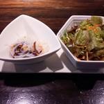 57516566 - 小皿とサラダ(16-10)