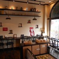 パン工房マルショウ - 店内にはイート印カフェスペースを用意しております。