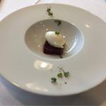 Le Ciel - ビーツのコンフィ、シェーブルのグラス、黒胡椒のアクセント、これ軽いのに激美味しい