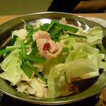 手作り料理と地酒 おと - 博多もつ鍋 940円