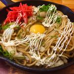 焼そば専門店 突貫亭 - 太麺  ソース味  イカ  落とし卵   お化粧した完成品♡