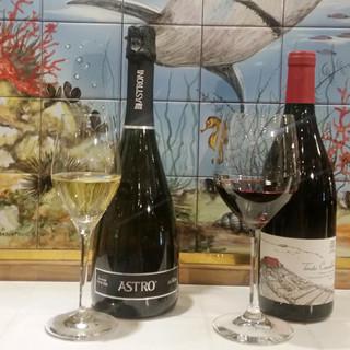 ナポリ直輸入の厳選ワインが充実◎