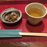 追星 - お通しのキノコの煮付けとハーブ茶