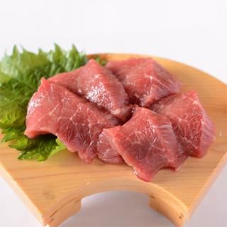 特選馬刺し!厳選した馬肉の味わいをお楽しみ頂けます!