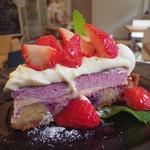 モモカフェ - きれいな紫色です