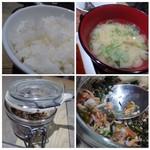魚助食堂 - ◆ご飯・お味噌汁・お漬物は食べ放題だそう。 ご飯の質は普通。お味噌汁は薄め。 テーブルごとに「ふりかけ」が置かれていて、ご飯の友にいいですよ。