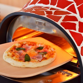 クリスピーな食感のピザ