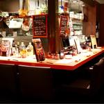 ワイン食堂 ビストロQ - 落ち着いたカウンター席