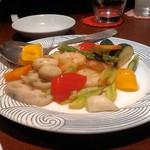 九龍酒樓 - むき海老と季節野菜の塩味炒め