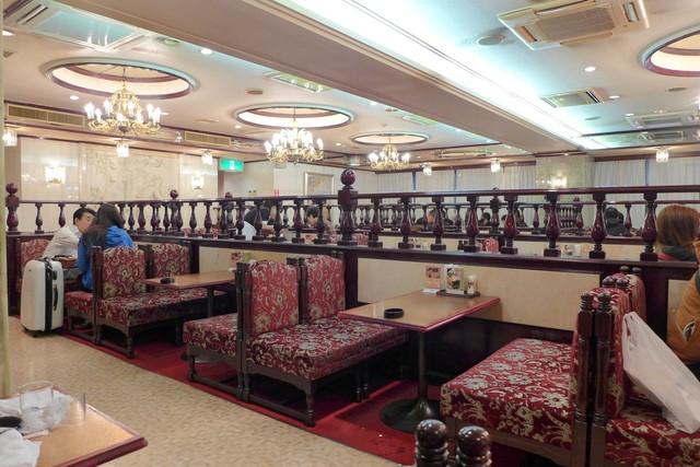カフェ&レストラン談話室 ニュートーキョー - なんちゃってアンティーク調が素敵