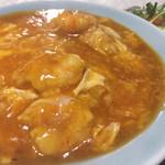 三号亭 - 料理写真:エビチリ丼(サラダ、スープ付)800円