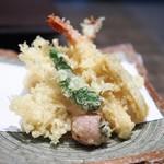 57579127 - 海老と野菜の天せいろ                       天ぷら部分