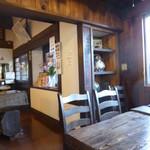 稲庭うどん 瀧さわ家 - 店内は民芸調 津波の跡がありました