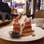 カフェ&ブックス ビブリオテーク - パンケーキ・モンブラン カシスソース