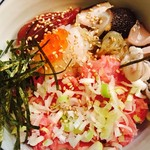 小料理 誠 - ランチの海鮮丼 ネギトロをベースに色んな海鮮が乗ってます