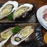 富田屋 - 牡蠣焼き2個710円