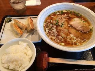 喜来家 御幸町店 - 醤油ラーメン490円、餃子+小ライスセット