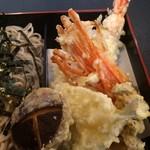 57597484 - 天ぷら。                       海老、きす、にんじん、しめじ、椎茸。                       うまし。