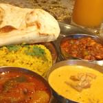 印度料理シタール - トリプルカレーセット。ドリンク付。
